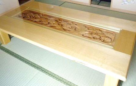 彫刻ランマを再利用したテーブル